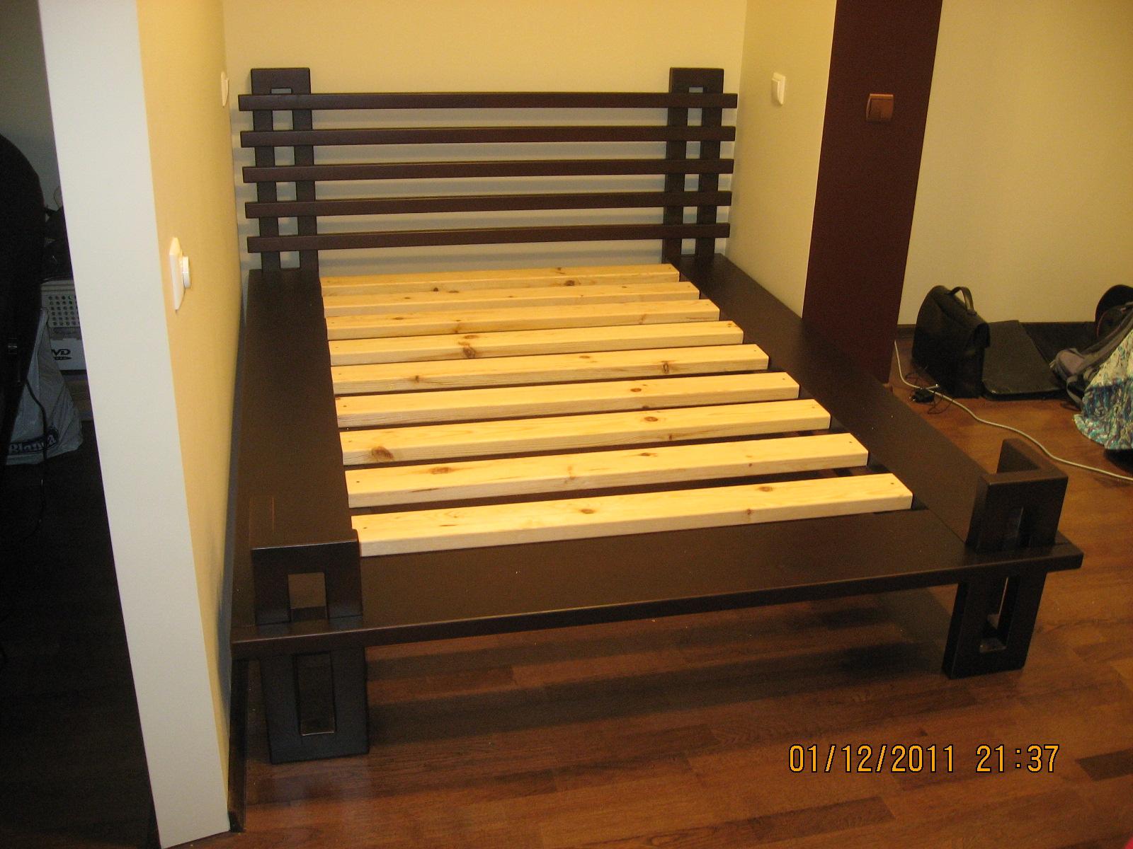 Двуспальная кровать своими руками из дерева с ящиками